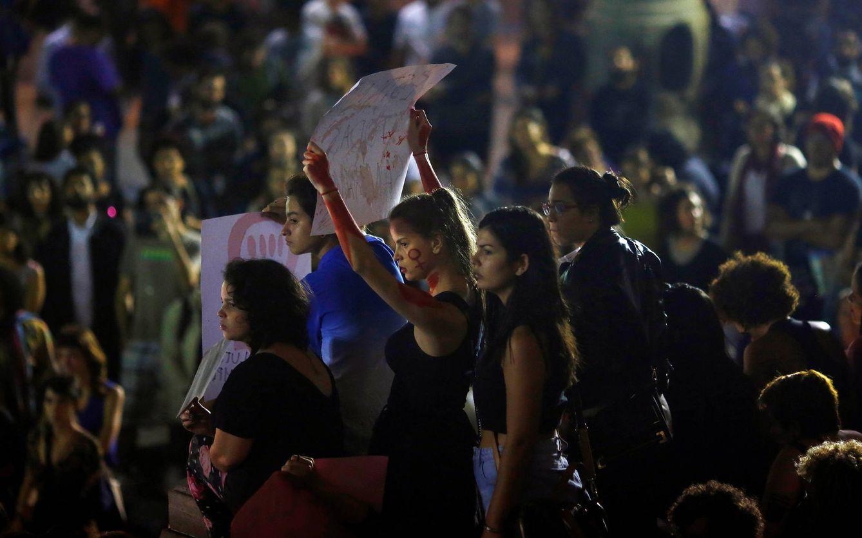 Foto: Manifestantes durante una protesta contra la violencia sexual y el acoso, en Río de Janeiro, el 27 de mayo de 2016 (Reuters).