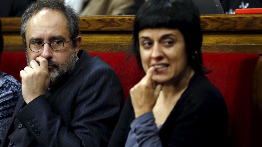Foto: Los diputados de la CUP, Antonio Baños y Anna Gabriel. (Reuters)
