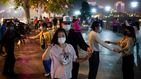 Los vecinos de Wuhan salen a bailar a la calle para olvidarse del coronavirus