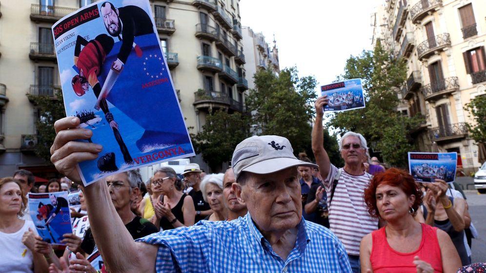 Foto: Concentración para exigir respuestas del Gobierno al Open Arms. (EFE)