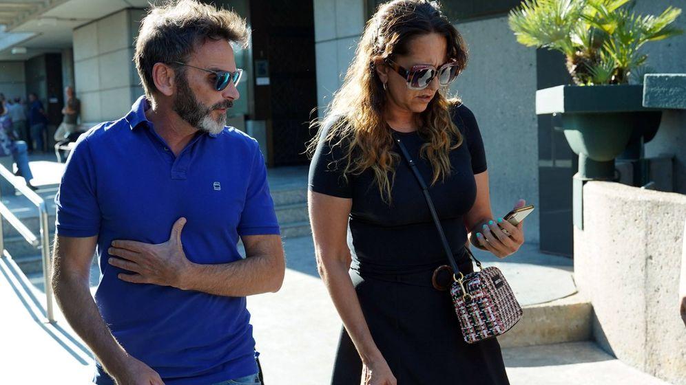 Foto: Tejero y Yolanda Ramos en el tanatorio. (Cordon Press)