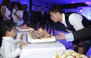 CR7 celebra su cumpleaños con Irina y sus compañeros del Real Madrid