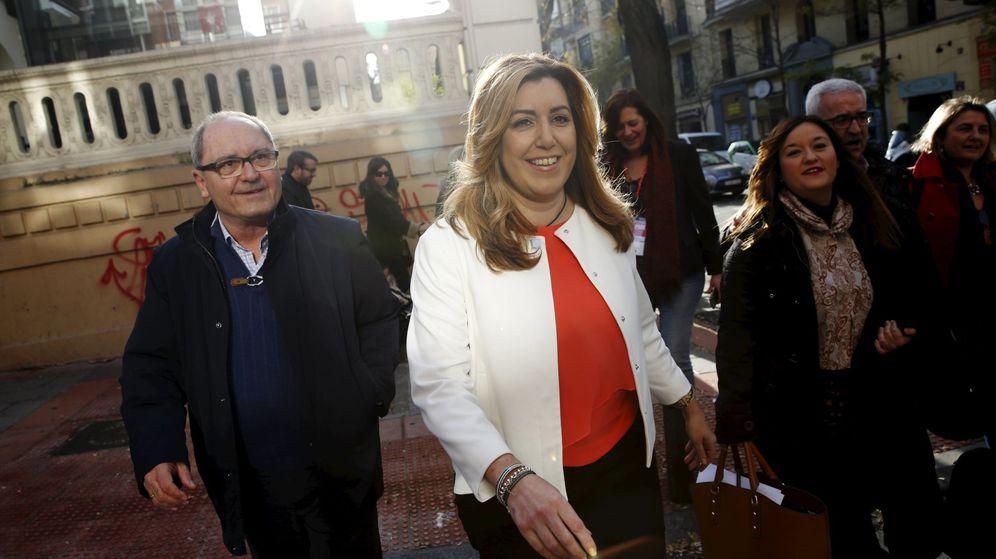 Foto: Susana Díaz, con su secretario de Organización, Juan Cornejo, el pasado 28 de diciembre llegando al comité federal del PSOE. (Reuters)