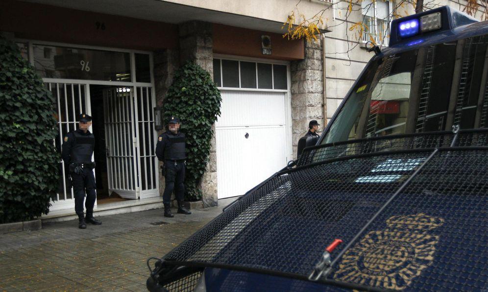 Foto: Imagen de archivo de agentes de la Policía Nacional en Barcelona. (EFE)