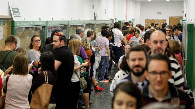 Un total de 116.000 aspirantes en toda España se presentaron al examen de las oposiciones en Correos para obtener uno de los 2.295 empleos fijos. (EFE)