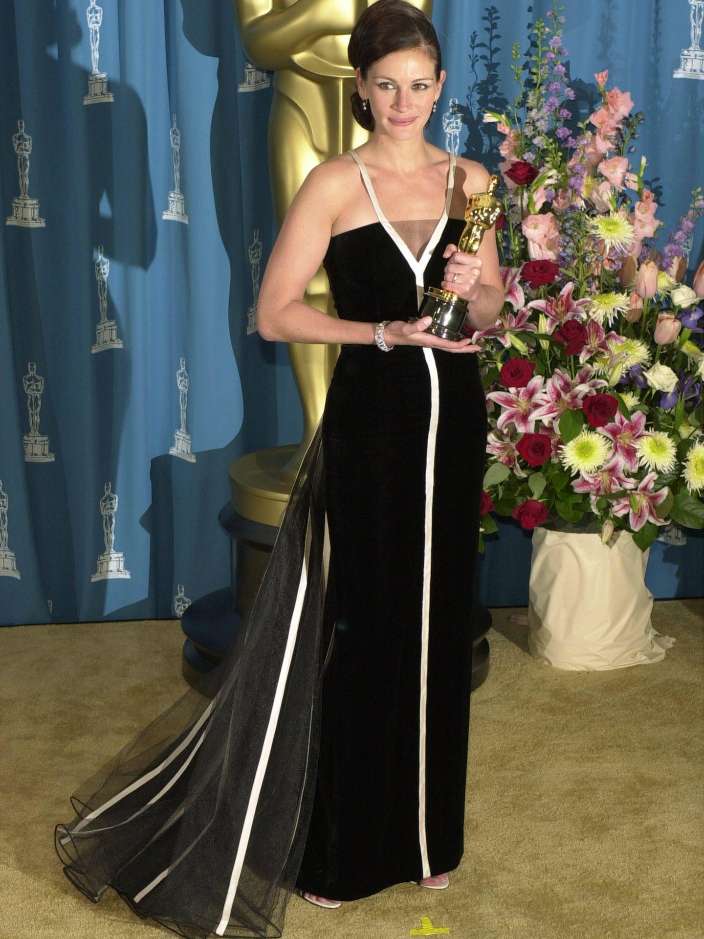 Julia Roberts, recogiendo su Oscar en 2001. (Getty)