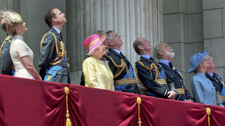 Michael de Kent, junto a otros miembros de la familia real durante un Trooping the Colour. (Reuters)