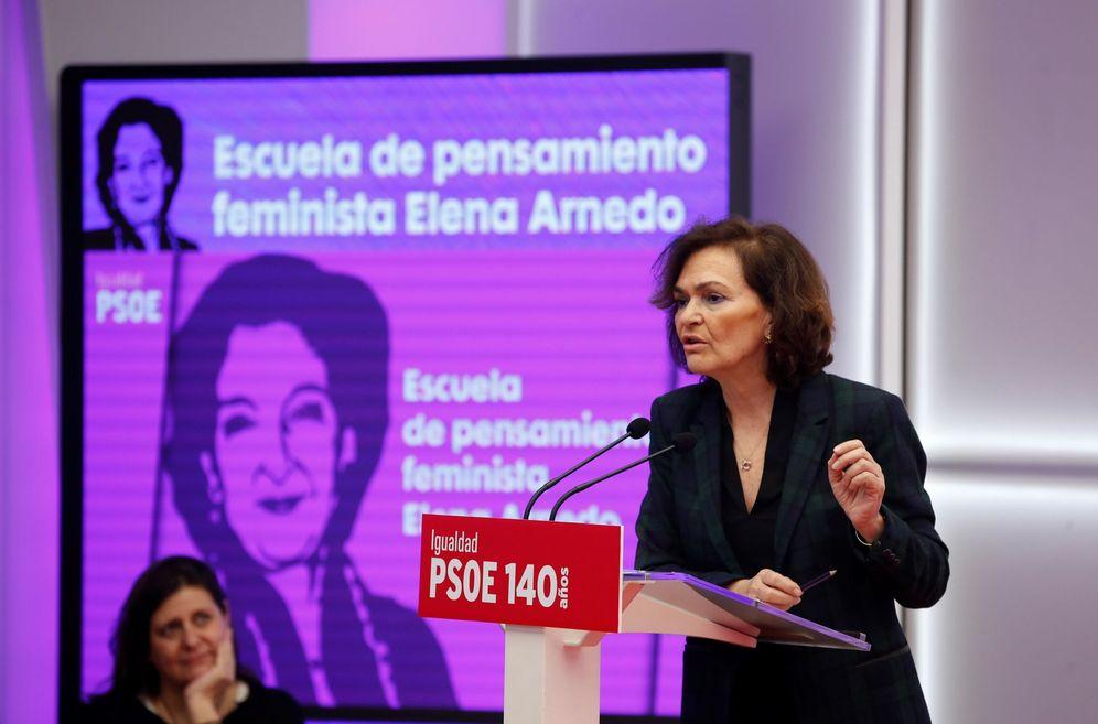 Foto: La vicepresidenta primera, Carmen Calvo, en la presentación de la Escuela Feminista Elena Arnedo, este 1 de febrero en Ferraz. (EFE)