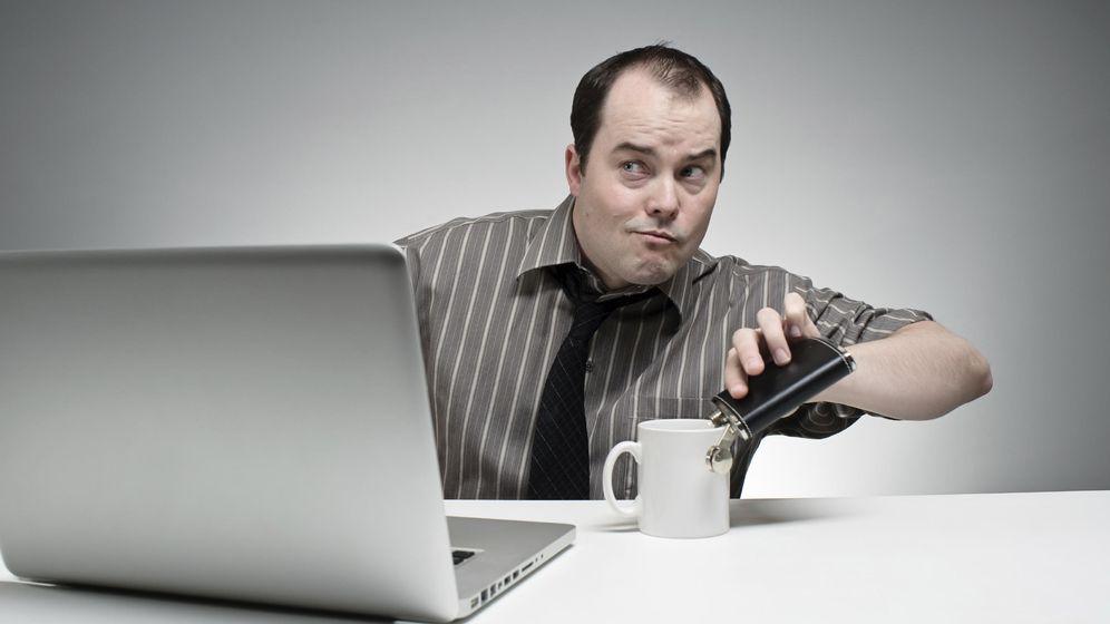 Foto: Beber en el trabajo no está bien visto. (iStock)