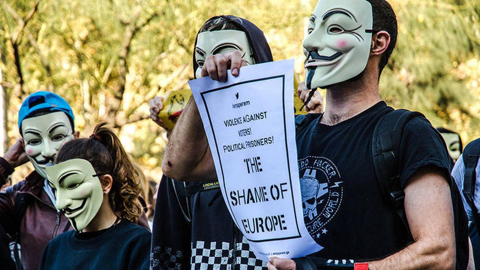 Foto: Marcha de miembros del colectivo Anonymous el pasado noviembre en Barcelona