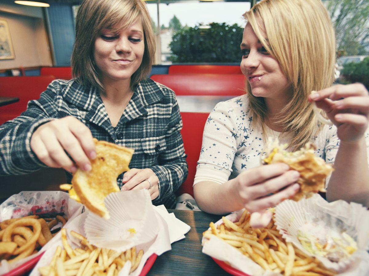 Foto: ¿Sabías que podemos comer más cosas en los restaurantes de 'fast food' de las que aparecen en la carta? (iStock)