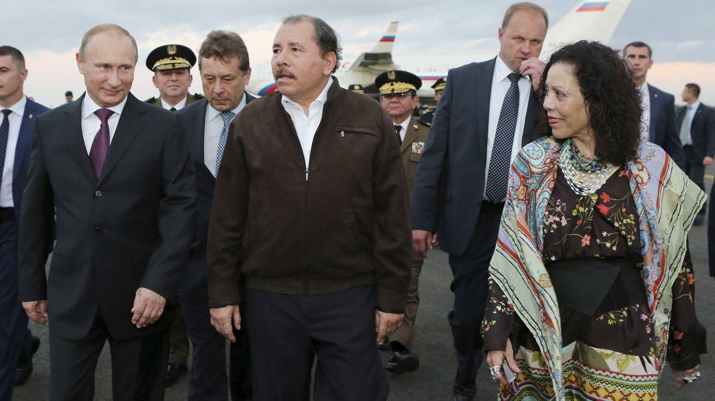 Ortega y su mujer reciben al presidente Putin en Managua, en julio de 2014. (Reuters)