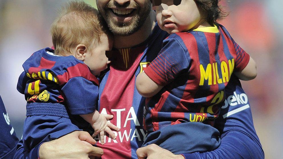 Piqué, un padrazo con sus dos hijos en el Camp Nou