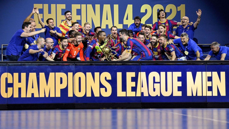 El FC Barcelona levanta la Champions 2020-2021. (EFE)