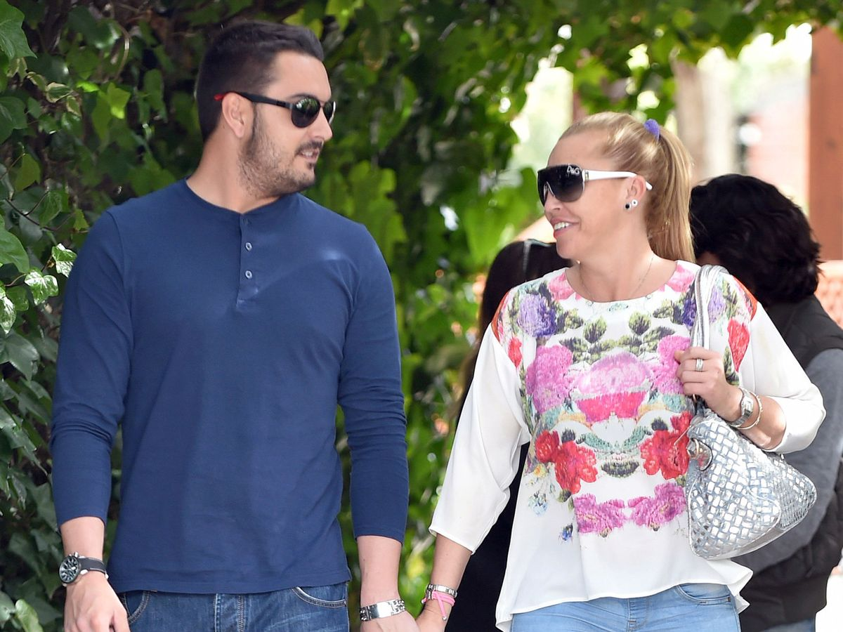 Foto: Belén Esteban y su novio Miguel por Madrid. (Gtres)