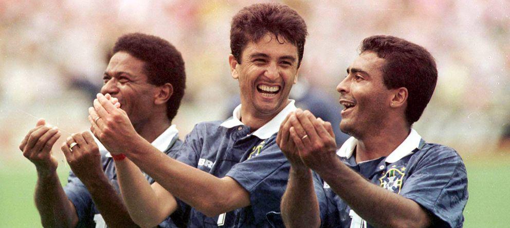 Foto: Histórica imagen del Mundial '94 en la que Mazinho (i), Bebeto (c) y Romario (d) celebran un gol con Brasil.