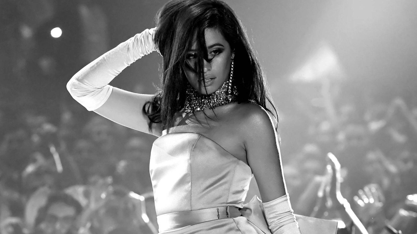 Foto: Camila Cabello, actuando en los Heart Radio Music Awards. (Getty)
