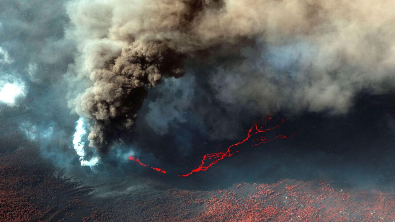 Foto: El volcán de Cumbre Vieja, en La Palma, continúa su erupción. (Reuters)