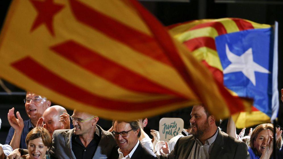 Foto: Artur Mas junto a Oriol Junqueras, Carme Forcadell y Raül Romeva el pasado 27 de septiembre, día de las elecciones catalanas. (Reuters)