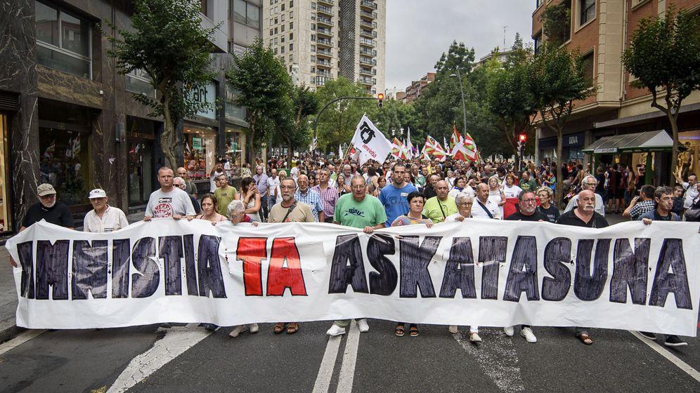 Foto: Pancarta de cabeza de la manifestación a favor de la amnistía de los presos de ETA. (EFE)