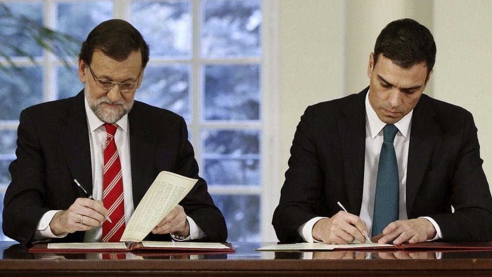 Foto: Mariano Rajoy y Pedro Sánchez, juntos en febrero firmando su primer pacto de Estado (EFE)