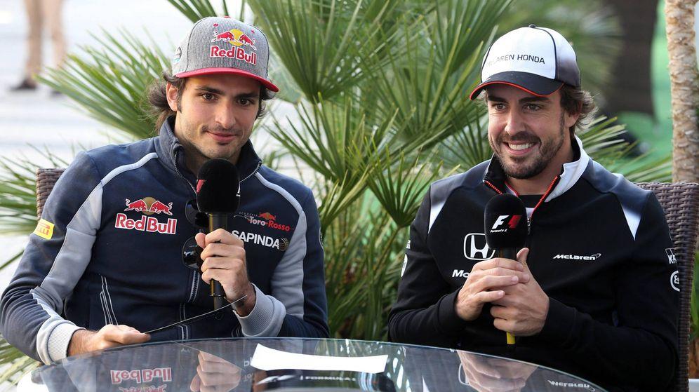 Foto: Carlos Sainz y Fernando Alonso durante el último Gran Premio de Rusia (Imago)