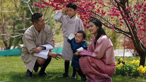 Los reyes de Bután celebran el primer año de su hijo menor con unas evocadoras imágenes