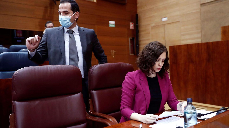 La presidenta de la Comunidad de Madrid, Isabel Díaz Ayuso (d) y el vicepresidente, Ignacio Aguado (i). (EFE)
