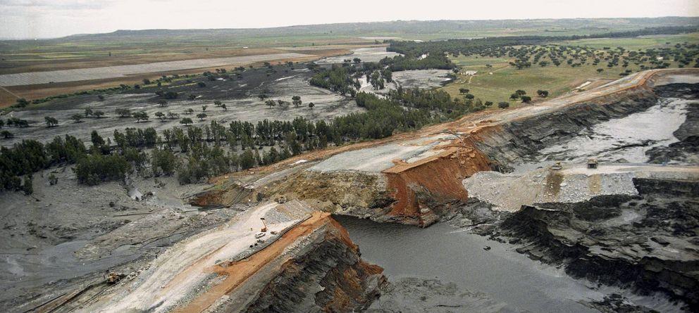 Foto: Fotografía de archivo (26/04/1998) de una vista aérea de la rotura del muro de contención de la presa de decantación de minerales de las Minas de Aznalcóllar