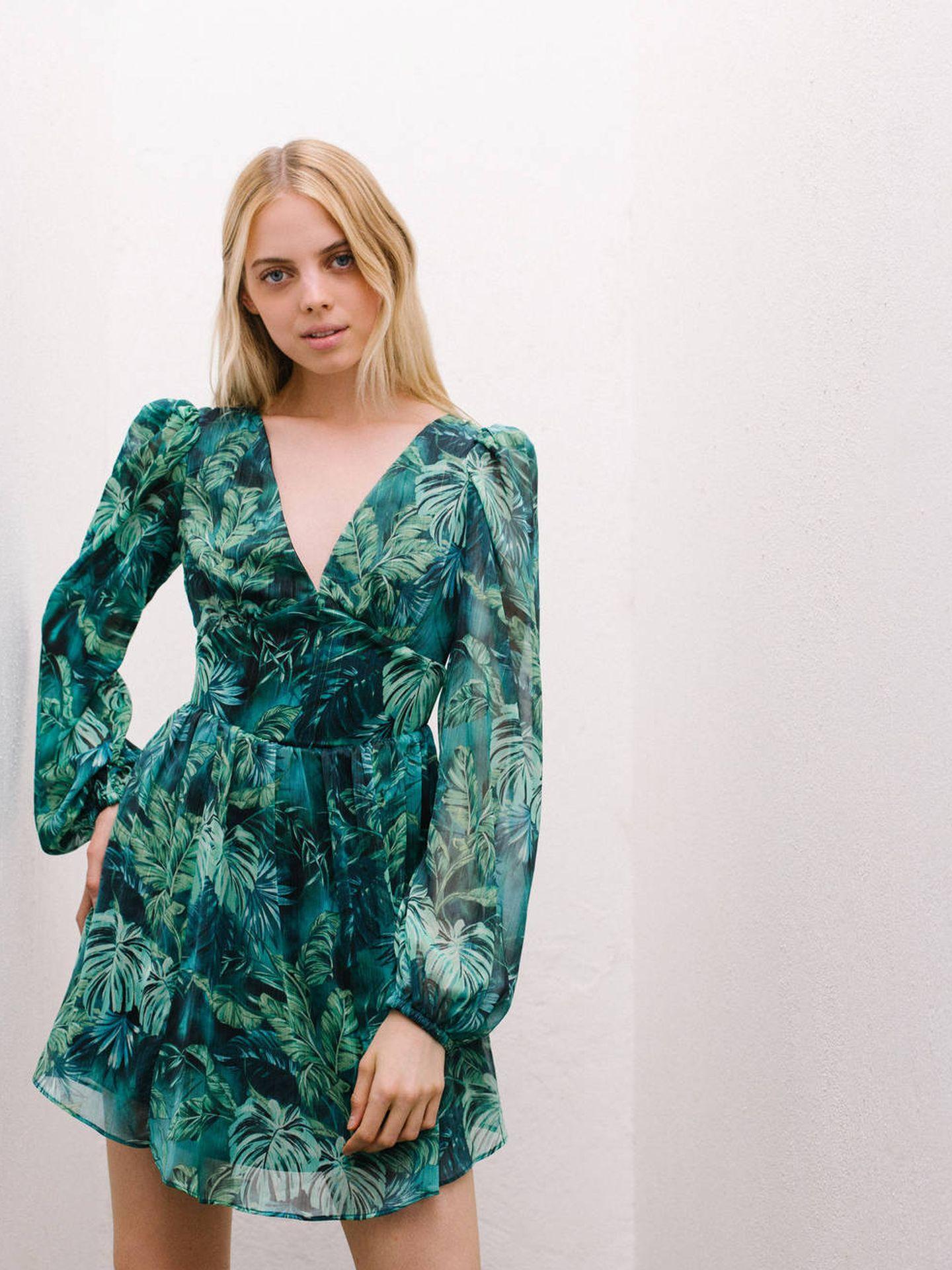 El vestido con estampado de jungla de Bershka. (Cortesía)