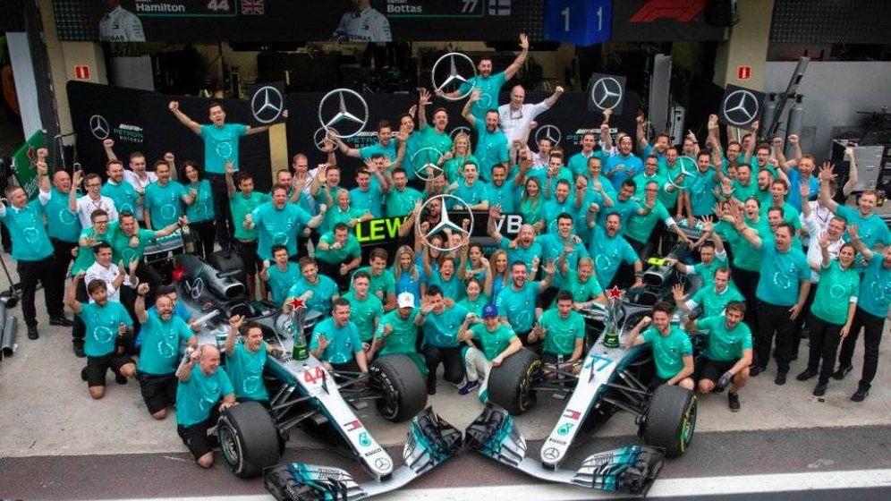 Foto: Mercedes celebra el mundial de constructores en Brasil. (Twitter: @F1)