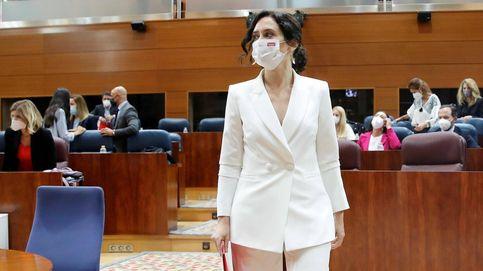 Isabel Díaz Ayuso, blanca y radiante va la novia de Madrid en su discurso