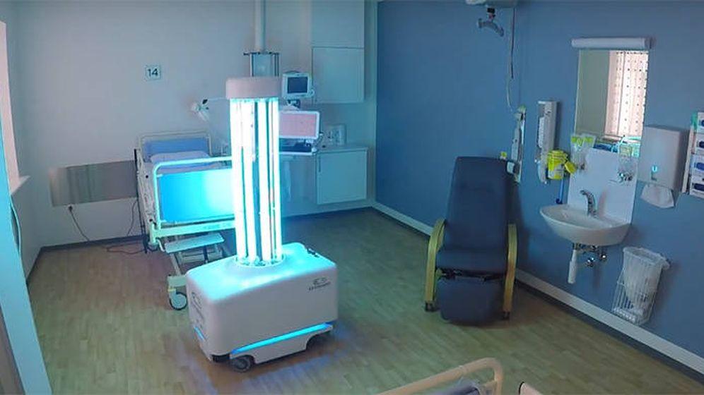 Foto: Así actúa el robot desinfectante. Foto: Youtube