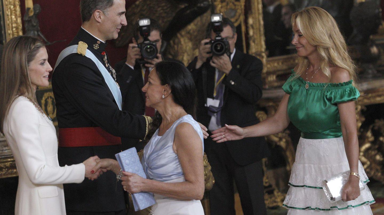 Esther Koplowitz y Alicia Alcocer Koplowitz, en la proclamación de Felipe VI. (EFE)