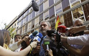 Durán y Peláez se oponen a que Garzón vista la toga de juez