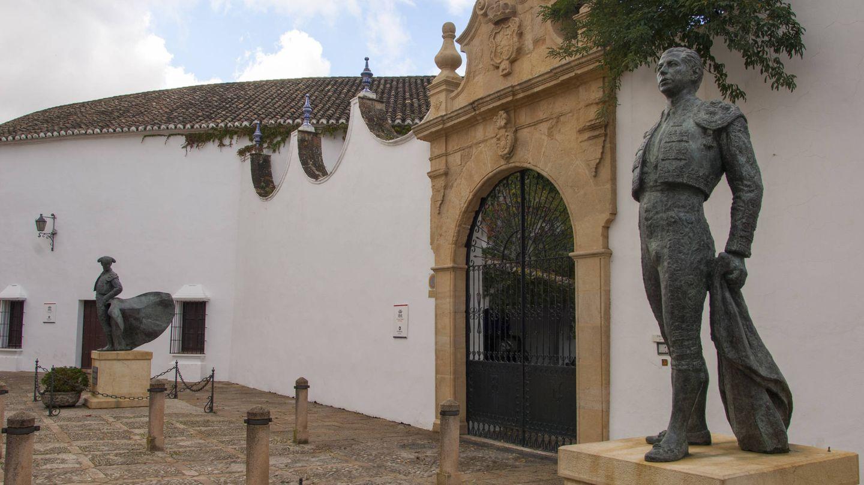Estatua de bronce de Antonio Ordóñez en Ronda. (Getty)