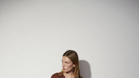 Falda midi y polo: el total look de Zara que no te querrás quitar en otoño