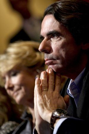 Génova 'ningunea' a Aznar y hace caso omiso de sus críticas a Rajoy