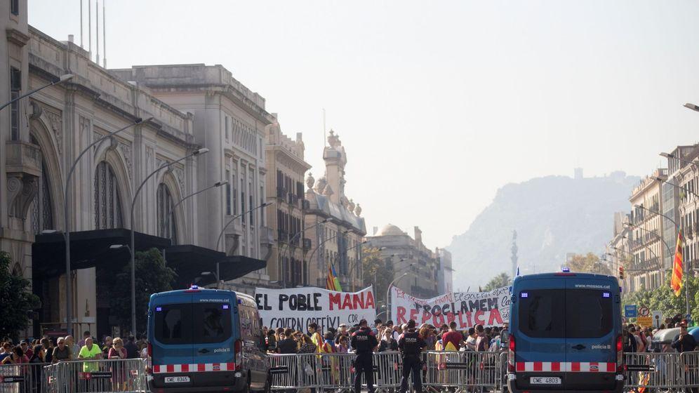 Foto: Centenares de independentistas congregándose en la Ciutadella para apoyar la DUI el pasado octubre. (EFE)