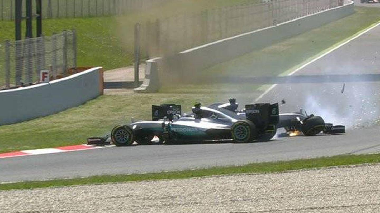 Entre Rosberg y Hamilton a menudo saltaron chispas, como en este golpe conjunto que tuvieron en Barcelona