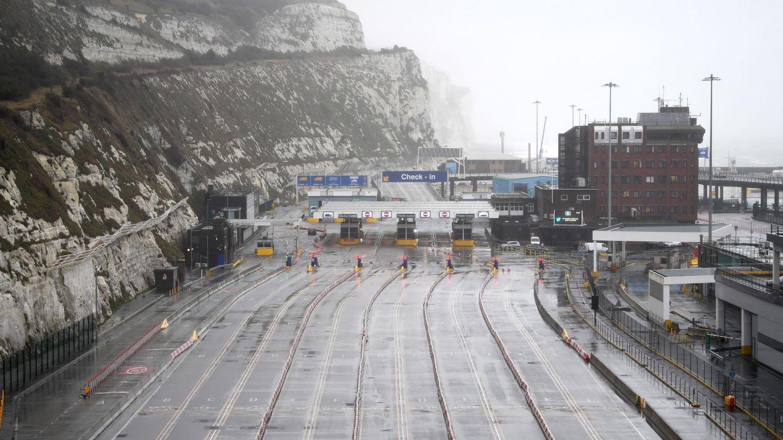 Paso fronterizo de Dover, cerrado por la aparición de un nuevo brote de covid-19. (EFE)