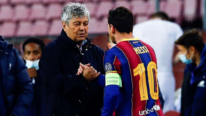 Leo Messi saluda a Mircea Lucescu. (EFE)