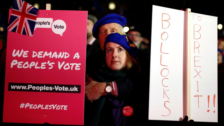 Manifestantes pidiendo otro referéndum sobre el Brexit. (Reuters)