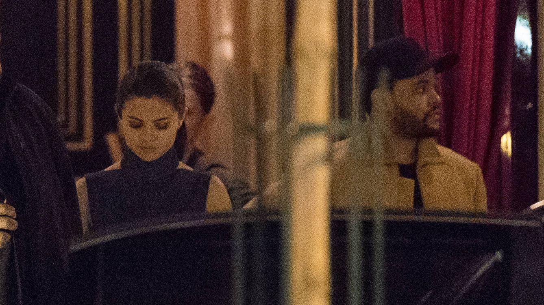 Foto: Selena Gomez y The Weeknd por las calles de París (Gtres)