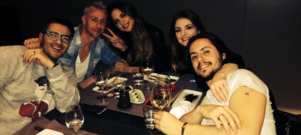 Foto: Romina Belluscio y Guti, junto a Arantza Sánchez, Juan Luis Real y Wally López (Twitter)