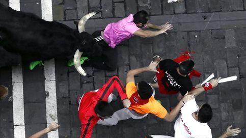Sexto encierro de San Fermín: empujones y caídas frente a los toros más nobles