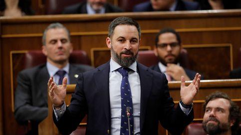 Espinosa mandó callar a Vox el día en que Abascal llamó villano y estafador a Sánchez