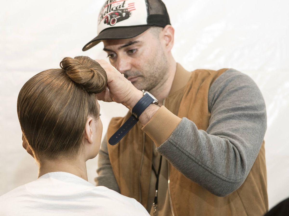 Foto: El maquillador Gato, en el backstage. (Imaxtree)
