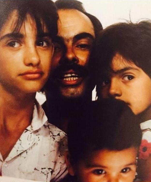 Foto: Los hermanos Cruz con su padre (Instagram)