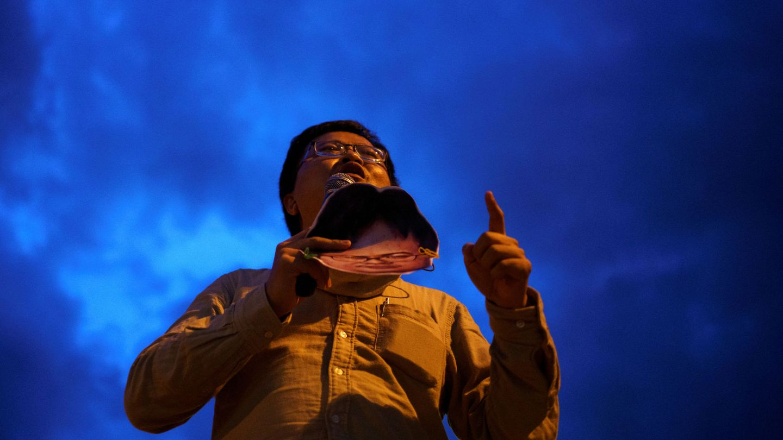 Un activista en la manifestación del 9 de agosto. (Reuters).